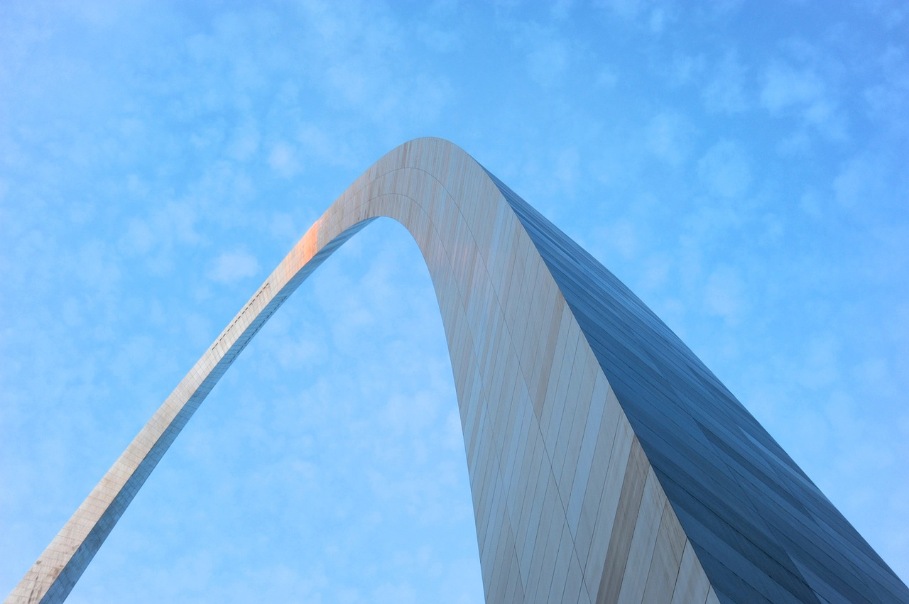 St. Louis arch against blue sky.